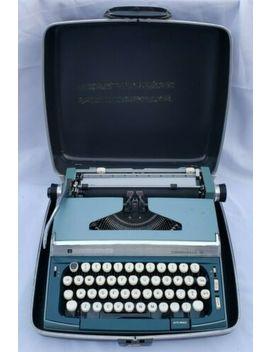 Penncrest Caravelle 10 Manual Typewriter & Case Blue Green   Works Great by Ebay Seller