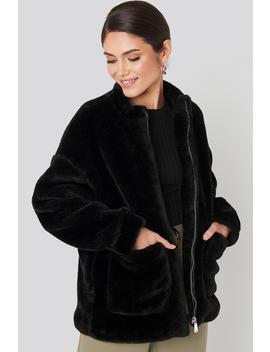 Short Front Pocket Faux Fur Jacket Svart by Na Kd Trend