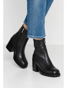 High Heel Stiefelette by Bronx