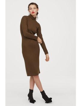 Geripptes Kleid Mit Rollkragen by H&M