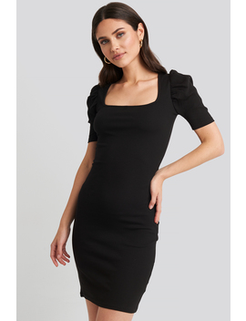 ribbed-puff-sleeve-dress-black by na-kd