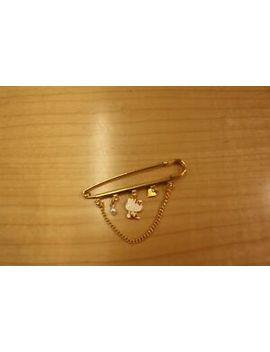 sanrio-hello-kitty-vintage-pin-badge-vintage-1976 by ebay-seller