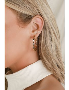 like-it-gold-scalloped-hoop-earrings by lulus