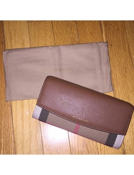 burberry-house-continental-wallet-100%-authentic by burberry