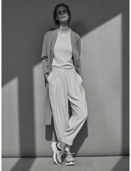spodnie-z-lejącej-diagonalnej-tkaniny-z-guzikami by massimo-dutti
