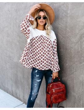 kinley-printed-knit-contrast-top by vici