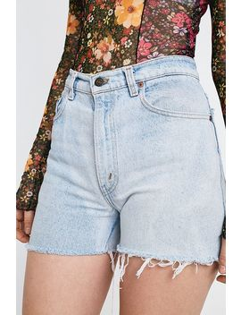 urban-renewal-re-made-from-vintage-–-levis-jeansshorts-in-blau by urban-renewal-shoppen