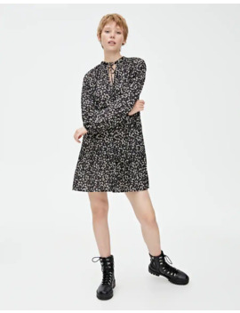 wzorzysta-sukienka-mini-z-falbanami by pull-&-bear