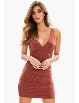 brown-slinky-cross-back-ruched-side-bodycon-dress by missguided