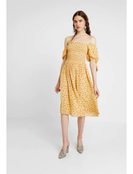 yellow-ditsy-shirred-midi-dress---sukienka-letnia by dorothy-perkins