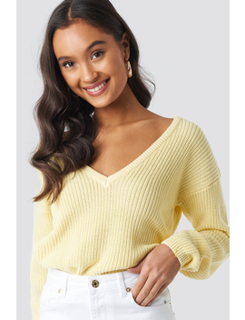 deep-front-v-neck-knitted-sweater-jaune by na-kd
