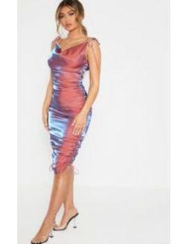 robe-mi-longue-rose-métallisée-irisée-à-col-bénitier by prettylittlething