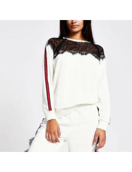 witte-sweatshirt-met-kanten-hals-en-print-op-schouder by river-island