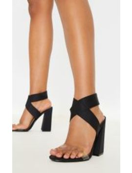 sandales-noires-à-gros-talon-et-larges-brides-élastiques- by prettylittlething