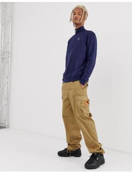 fila-–-palermo-–-mörkblå-sweatshirt-med-liten-logga-och-dragkedja-i-halsen by fila-vintage