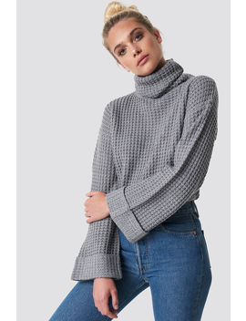 short-pineapple-knitted-sweater-grå by na-kd