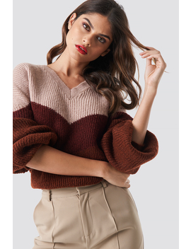 color-blocked-v-neck-knitted-sweater-rød by na-kd-trend
