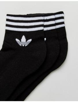 adidas-–-originals-–-czarne-skarpetki-do-kostki-z-logo-z-5523-paskami,-zestaw-3-par by adidas-originals