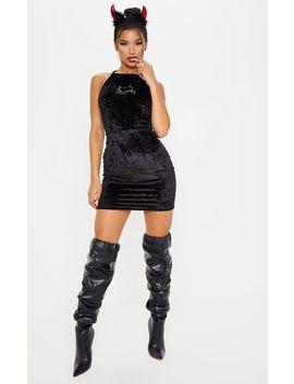 black-velvet-diamante-detailed--bodycon-dress by prettylittlething