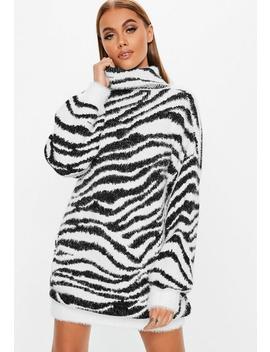 Robe Pull Premium Oversize Blanche Imprimé Zèbre à Col Roulé Petite by Missguided