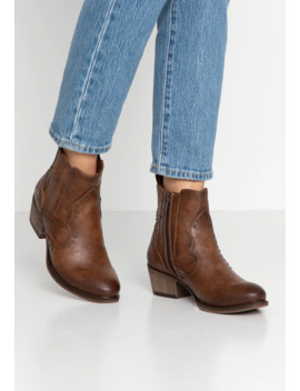 Cowboy/Biker Ankle Boot by Mustang