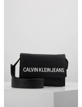Sculpted Envelope Sling   Borsa A Tracolla by Calvin Klein Jeans