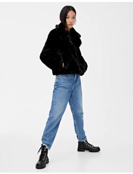 manteau-court-imitation-fourrure-noir by pull-&-bear