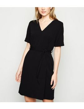 Black Crepe V Neck Belted Tunic Dress by New Look