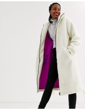 Asos Design – Lang Geschnittener Fleece Mantel In Creme Mit Neon Bordüre by Asos