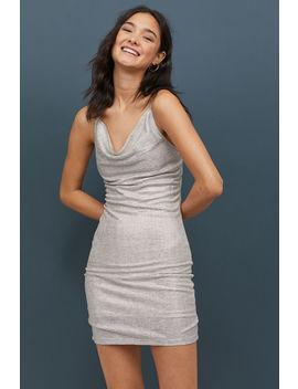 Vestido Com Brilho Metalizado by H&M