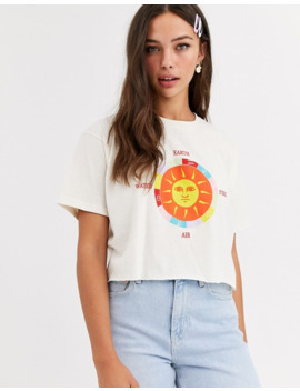 Daisy Street   Afslappet Cropped T Shirt Med Solgrafik by Daisy Street