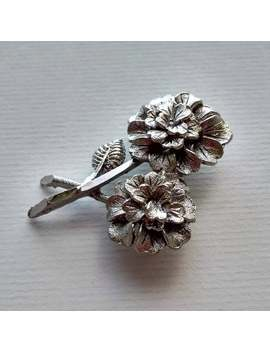 Victorian Style Vintage Metal Brooch With Two Flowers by Etsy
