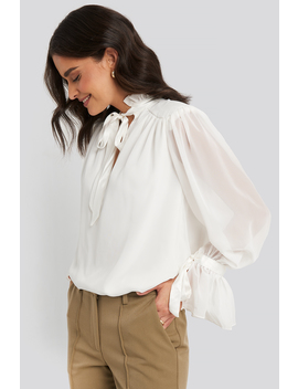 Ribbon Detailed Blouse Weiß by Trendyol