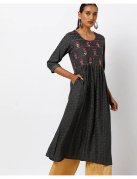 Floral Embroidered A Line Kurta With Insert Pockets by Avaasa Mix N' Match