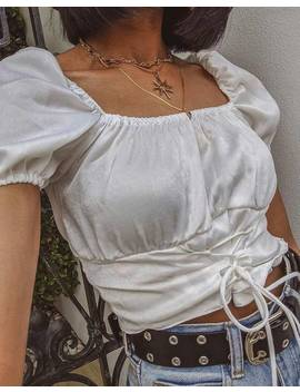 Ruiz Off The Shoulder Top In Satin Ivory By Motel by Motel