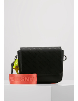 Hype Girl Crossbody   Umhängetasche by Tommy Jeans