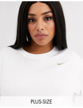 Nike Plus – Boyfriend T Shirt In Weiß by Asos