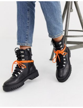 Pull&Amp;Bear Ski Hook Detail Front Hiker Boots In Black by Pull&Bear
