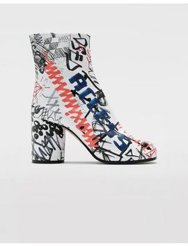 Stiefel Graffiti Tabi by Maison Margiela