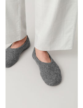 Ribbed Cashmere Slippers by Cos