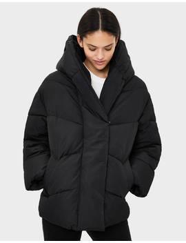 Φουσκωτό παλτό με σταυρωτό γιακά by Bershka