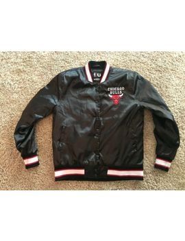 Vintage Nba Chicago Bulls Men's Jacket Size Medium by Starter