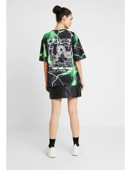 Oversized   T Shirt Print by Jaded London