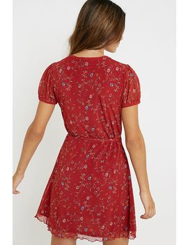 Uo   Mini Robe Portefeuille Billie En Maille à Fleurs Rouge by Urban Outfitters