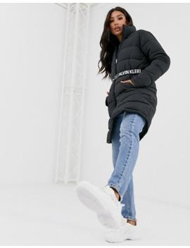 Calvin Klein Jeans – Lange Steppjacke Mit Taillengürtel by Asos