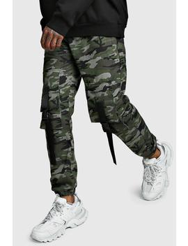 Pantalones De Camuflaje Por Delante Con Bolsillos Y Hebilla Por Delante by Boohoo
