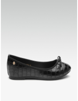 Women Black Textured Ballerinas by Carlton London