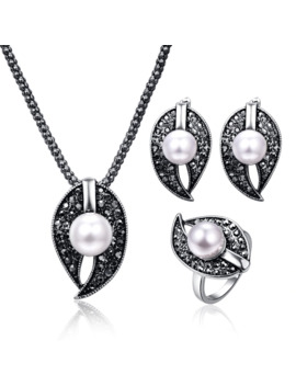 2017 New Design Water Drop Pendant Women Vintage Jewelry Sets Antique Black Crystal Geometric Pearl Beads Necklace Jewelry Sets by Ali Express.Com