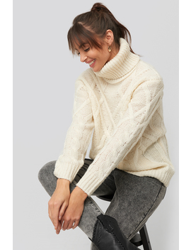 Cable Knitted High Neck Sweater Biały by Na Kd
