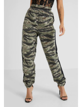 Camo Utility Joggers   Trousers by Missguided Petite